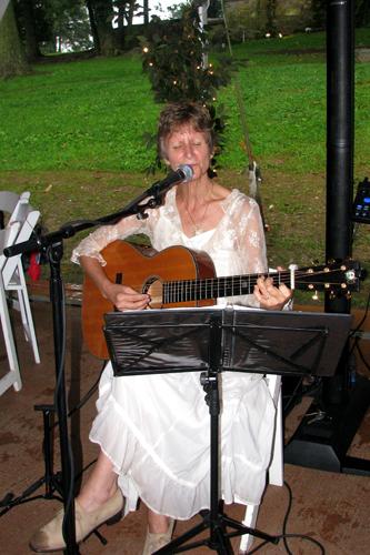 wedding reception guitarist