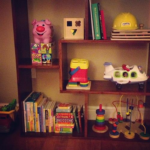 toddler-bookshelves